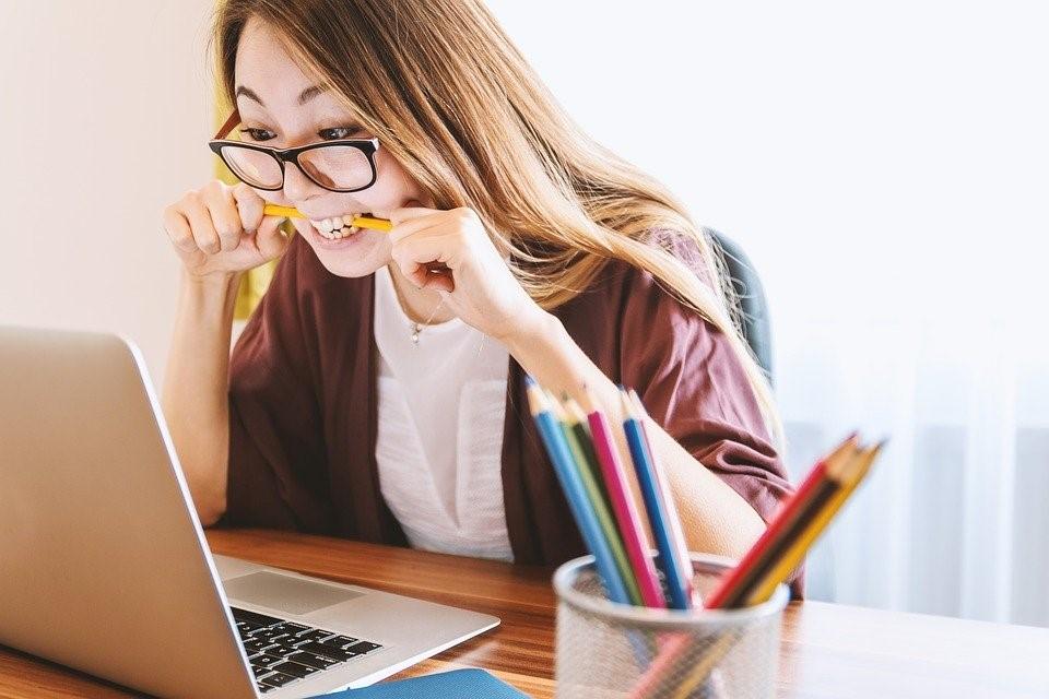 Nem tudsz dolgozni a vizsgaidőszakban, mert ki sem látsz a tanulnivalóból? Tippek a hatékony tanulásért!