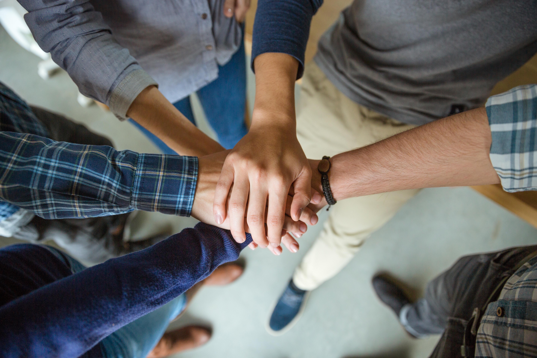 Hogyan illeszkedj be a munkahelyi közösségbe?